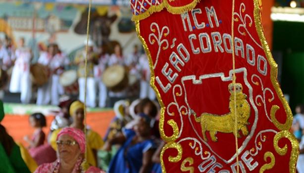 Estandarte Nação do Maracatu Leão Coroado